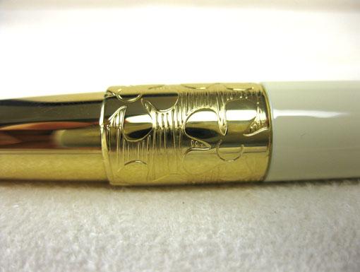 Viết máy Elegance Ivory cài vàng